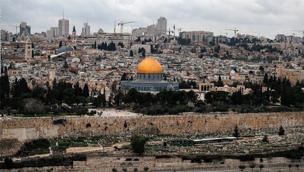 الى تصعيد التضامن مع الشعب الفلسطيني لدحر مسلسل التطبيع المذل مع اسرائيل